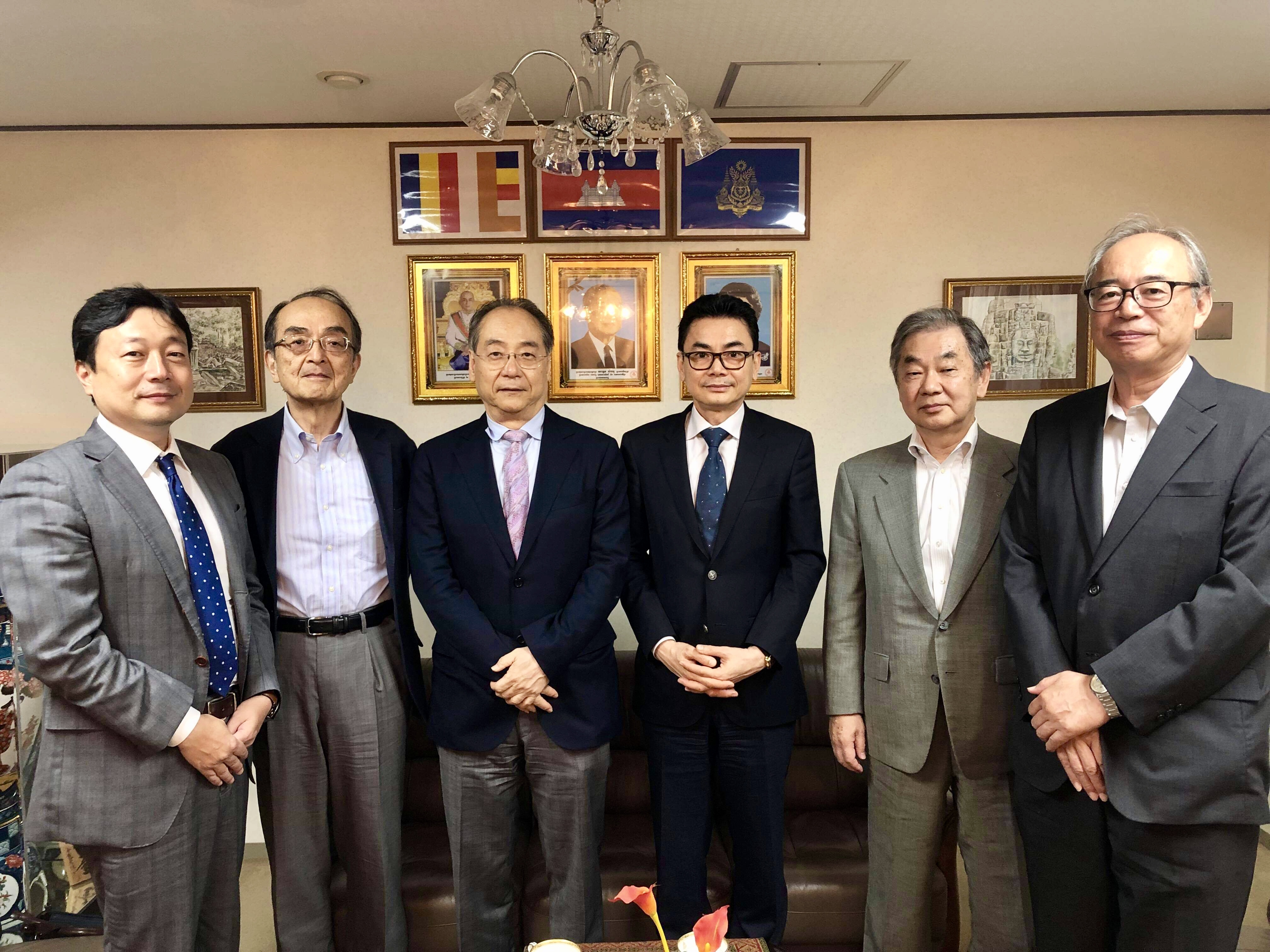 在日本カンボジア王国大使館訪問
