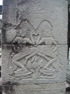 バンテアイ・クデイのアプサラレリーフ (1)